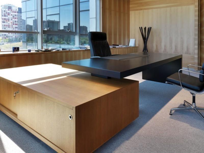черный офисный стол фото